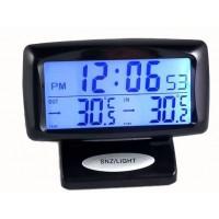 Tyylikäs digitaalinen kello ja lämpömittari elektronisella näytöllä sopii hyvin lisävarusteeksi autoosi. Se näyttää sisä- ja ulkolämpötilat sekä tarkan ajan ja päivämäärän  selkeästi.