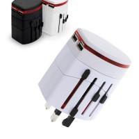 Matka-adapteri on matkailevalle pakollinen lisävaruste. Tämän pienen adapterin ansiosta voit ladata elektroniikkalaitteitasi missä päin maailmaa tahansa!
