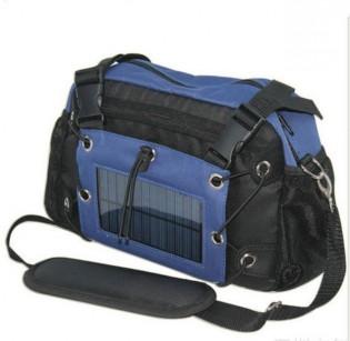 Kameralaukku aurinkopaneelilaturilla