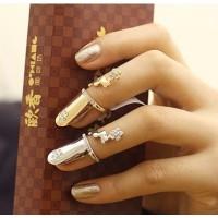 Allmänt:Denna nagelring framhäver dina fingrar på ett fint sätt. Passar både till vardag och fest.