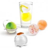 Tee herkullisia ja virkistäviä jääpalapalloja drinkkiisi tai booliisi. Lisää pallon sisään mehua ja kauniisti leikattuja hedelmän paloja. Pakastimessa jäädyttämisen jälkeen jääpalapallot ovat valmiita juomiin lisättäväksi.