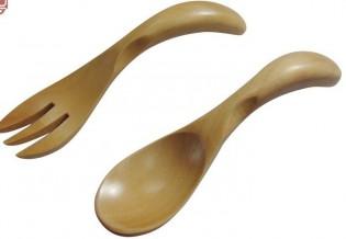 Puinen pikkulusikka ja -haarukka