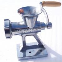 Perinteinen lihamylly keittiöön. Lisää vain liha ja pyörätä liha koneen läpi. Lihamyllyllä valmistat esimerkiksi kotitekoiset makkarat. Muistathan huolellisen pesun ja kuivauksen pesun jälkeen.