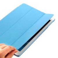 Ohut ja kevyt iPad Air suojakuori on suunniteltu suojaamaan laitetta joka puolelta.