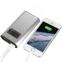 Denna kompakta powerbank  kommer att rädda dej i de stunder när du är på språng och batteriet i telefonen eller surfplattan är döende.