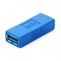 Jatkopala Usb 3.0 -kaapelille. Eikö USB-kaapelin pituus riitä? Tällä kaapelilla saat jatkettua kaksi USB-kaapelia keskenään naaras - naaras liitännän avulla. Toimii sukupuolenvaihtajana tavalliselle USB 3.0 -kaapelille.
