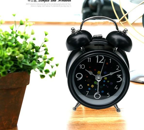 Multifunktionell väckarklocka