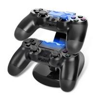 Tyylikäs PlayStation 4 -ohjainten latausasema. Tukevan ja näyttävän telakan ansiosta sinun ei tarvitse enää ladata ohjaimia pitkien kaapeleiden avulla.