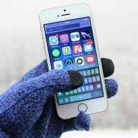 Talvella/keväällä ja syksyllä tulee tuttu ongelma esiin, miten käyttää älypuhelinta tai tablettia rukkaset kädessä? Älylaitteiden kosketusnäyttöä ei voi käyttää tavallis
