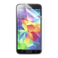 Läpinäkyvä suojakalvo Samsung Galaxy S5 matkapuhelimen näytölle. Kiinnitä huomaamaton suojakalvo näytön päälle suojataksesi näyttöä naarmuilta. Kännykkäsi näytön pinta kestää pidempään kuin suojelet sitä asianmukaisella kalvolla.