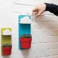 Tyylikäs sisustuselementti, joka sopii jokaiseen talon huoneeseen. Matkalle lähdössäsi anna pilvelle vettä, niin se toimii automaattisena vedensäätelijänä, eikä sinun tarvitse huolehtia kukkasi hyvinvoinnista sen enempää.