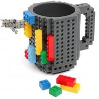 Du blir aldrig för gammal att leka med Lego!  Muggen rymmer ca 4dl och levereras med byggsats, för att göra den till en rullande mugg!