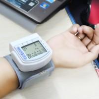 Denna enhet placeras direkt på armen, och har dessutom 60st minnesplatser, så att du kan följa med utvecklingen på blodtrycket direkt från mätaren.