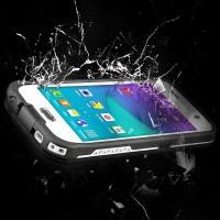 Skydda din telefon från vatten, damm, smuts och repor med detta fodral från Redpepper.