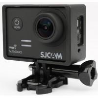 Kamerastativet är lättare än kamerans vattentäta fodral och passar därför bra när man vill hålla vikten så låg som möjligt.