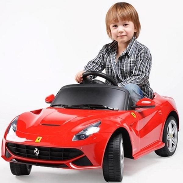 Ferrari F12 lasten sähköauto