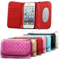 Iltalaukkuna, suojakotelona tai lompakkona toimiva suoja iPhone 6 Plus -älypuhelimelle. Suojakotelossa on oma kolonsa puhelimelle sekä lisäksi taskut esimerkiksi maksukorteille ja peili.