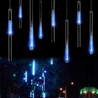 """LED-pisaravalo saa aikaan todella näyttävän efektin kotipihaan tai parvekkeelle. """"Valuvat"""" LED-ulkovalot on helppo asentaa ja setissä tulee mukana 8 valoputkea, joita voit myös yhdistellä."""