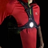 Tässä käytännöllinen rinnalle asetettava valo lenkkeilyyn, pyöräilyyn ja retkeilyyn.