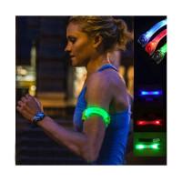 Tässä LED-valo lenkkeilyyn ja pyöräilyyn sekä kaikkeen muuhunkin ulkoiluun. Hihan tai jalan ympäri asetettava LED-nauha turvaa lenkkeilijää pimeällä säällä.