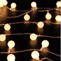 Med 10m Ball -ljusserien (100 led) lyser du upp hemmet i äkta Hollywood anda. Passar för alla åldrar och är lätt att installera. Lys upp höst och vintermörkret!