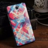 Värikkäät ruudut piristävät Xiaomi Redmi Note 2 -älypuhelimen ilmettä. Samalla suojaat puhelinta ja tämän takakantta tehokkaasti naarmuuntumiselta.