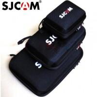 SJCAM SJ4000 ja SJ5000 -sarjan action -kameroiden suojakotelo. Suojakotelo tarjoaa edullisen tavan säilyttää ja suojata kameraa ja sen lisätarvikkeita.