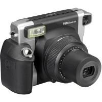 Fujifilm Instax WIDE 300 Polaroid pikakamera soveltuu peräti 108 mm leveiden kuviensa johdosta erityisen hyvin juhla- ja ryhmäkuvien ottamiseen.