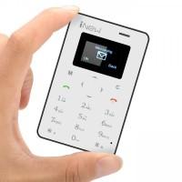 iNew Mini 1 är en otroligt liten telefon med en tjocklek på endast 5.4mm, och en total vikt på 29 gram.