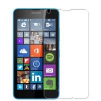 Suojaa Lumia 640 -älypuhelimen näyttö likaa ja naarmuja vastaan.