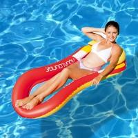 Vesiriippumaton reunus ja tyyny puhalletaan täyteen ilmaa ja tämän jälkeen voit keskittyä laineiden liplatukseen ja kesästä nauttimiseen.