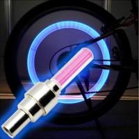 LED-valo pyörän venttiilikorkissa kiinnittää huomiota pimeässä pyöräillessäsi ja et jää huomaamatta autoilijoilta. Tämä LED-valo on halpa henkivakuutus ja sen lisäksi vielä todella siistin näköinen! Helppo kiinnitys. Värit: Sininen, keltainen, vihreä ja violetti. ✔ Erinomainen hinta-laatusuhde. ✔ 30vrk palautusoikeus.