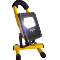 10W LED-työvalaisin akulla ja IP55-suojauksella tarjoaa kokoonsa nähden todella kirkkaan 600lm valaisutehon työmaalle. Tämä työvalaisin ei pelkää sadetta, pölyä tai kolhuja ja sopii erinomaisesti rajuun käyttöön. Tukevan jalustan ansiosta se pyörii 360 astetta. Paketin mukana tulee USB-latausjohto ja autolaturi.