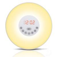 Luminas uppvakningslampa är prisvärd och kan sköta flera olika funktioner, den har soluppgång, solnedgång, radio, väckarklocka och mycket mer!