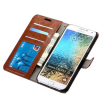 Pidä Galaxy J5 puhelimesi turvassa avainten ja kolikoiden aiheuttamilta naarmuilta, sekä putoamisen aiheuttamilta kolhuilta.
