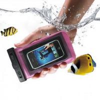 Vedenkestävä suojakotelo puhelimelle, soveltuu erinomaisesti esimerkiksi urheiluun ja vesileikkeihin. Erittäin kätevä vedenpitävä kotelo älypuhelimelle.
