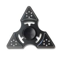 Ehkä valikoiman paras Fidget Spinner -stressilelu on valmistettu alumiinista ja viimeistellyn muotoilun ansiosta sormihyrrä pyörii tosi pitkään.