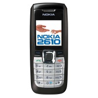 Värinäytöllinen ja suomenkielinen Nokian 2610 peruspuhelin erinomaisella akun kestolla.
