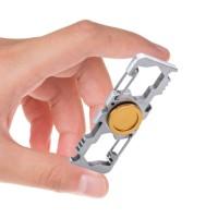 Fidget Spinner -sormihyrrä monipuolisilla työkaluilla varustettuna. Spinneristä löytyy mm. Karabiineri, jakoavain sekä pullonavaaja.