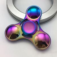 Metallinen, monivärinen ja pienempään taskuun mahtuva Iridia Tri-spinneri. Hiljainen ja kitkattomasti pyörivä spinneri auttaa stressiin, keskittymisvaikeuksiin sekä ahdistukseen.