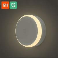 Xiaomi Mijia led-yövalaisin on tyylikäs ja moderni valonlähde pimeään.Liiketunnistimella varusteltu valo soveltuu erinomaisesti esimerkiksi keittiöön, eteiseen, kylpyhuoneeseen tai vaikkapa vaatekaappiin tai -komeroon.