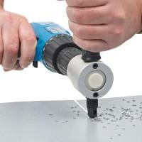 Poraan kiinnitettävä nakertava peltileikkuri on jokaisen remonttimiehen ja peltiseppäharrastajan unelmatyökalu. Nopea asentaa ja vaivaton käyttää.
