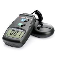 Halpa ja hyvä digitaalinen lux-mittari auttaa sinua kuvaamisessa, kun aukkosuhdetta ja valotusaikaa pitää säätää. Toimii myös kasvien kasvatuksessa optimaalisen valonsaannin varmistamisessa. Näyttää lux-arvot 50 000 asti ja mittausarvon voit halutessasi laittaa pitoon. Ilmoittaa myös alhaisen paristovarauksen.