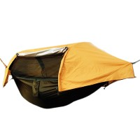 Tämä kätevä riippumaton ja teltan risteytys on ultimaattinen majoitusvaihtoehto reissulle. Jos et tiedä ottaako mukaan riippumaton vai teltan - Tämä hyttysverkolla ja sadesuojalla varustettu teltta-riippumatto ajaa molemien asian!