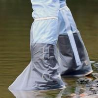 40cm korkeat PVC-muoviset kenkäsuojat ovat joustavat ja kestävät. Sopivat moneen tarkoitukseen estäen kenkien likaantumisen & kastumisen. Helppo laittaa jalkaan ja ottaa pois vetoketjukiinnityksen ansiosta. Kuminauha pitää suojat jaloissa.