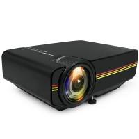 Den här projektorn är lättanvänd och du kan titta på filmer från ett SD- minneskort, en USB sticka eller ansluta datorn till projektorn med hjälp av en HDMI-kabel. Lättare än så blir det inte!