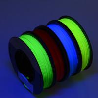 Fluoresoivaa PLA:ta neljässä eri värissä! Yhdessä setissä on kilon verran raaka-ainetta: 250g punaista, 250g sinistä, 250g keltaista ja 250g vihreää. Flueresoiva PLA hohkaa kivasti UV-lampun alla.
