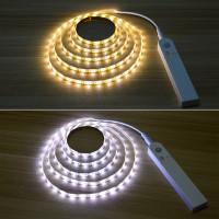 En meget kompakt LED-lyskæde, hvor du ikke behøver at bekymre dig om tilslutninger, da kæden og sensorens bevægelsessensor drives af batterier!