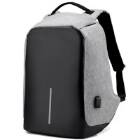 Meget alsidig rygsæk, der er blød at bære på skuldrene, den har også reflekser og et USB-stik, så du kan tilslutte en powerbank til den indvendigt!