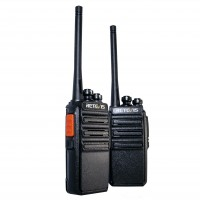 Retevis RT24 la radiopuhelinpari sisältää kaksi laadukasta lupavapaata PMR-radiopuhelinta. RT24 on erinomaisen edullinen radiopuhelin esimerkiksi metsästykseen.